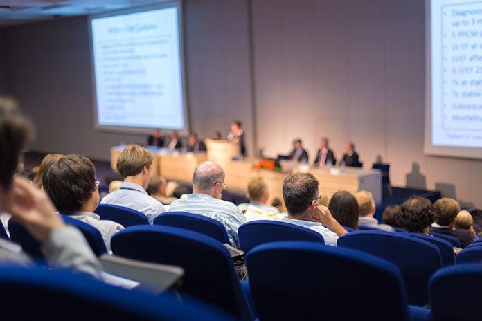Sala konferencyjna na multimedialną konferencję nad morzem w województwie pomorskim