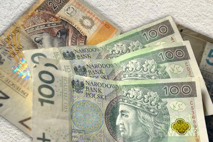 Czy warto korzystać z kalkulatorów kredytowych i porównywarek pożyczek?