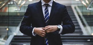 Czy do garnituru musi być krawat?